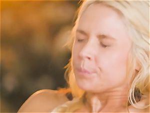 mummy Sarah Vandella seduces super-fucking-hot honey Jojo kiss