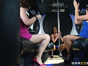 Rahyndee soirees with her damsels on the bus