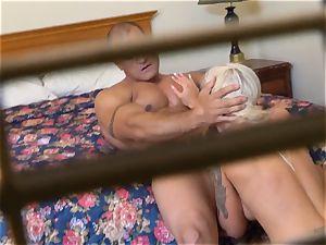 naughty Nina Elle porks her guy at the motel
