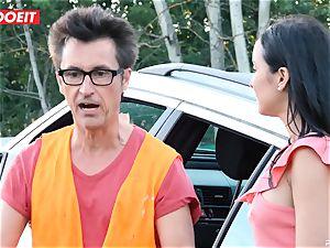 LETSDOEIT - teen pokes elder dude For Free Car Repair