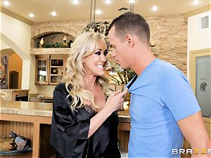 penetrating cougar Brandi enjoy plums deep