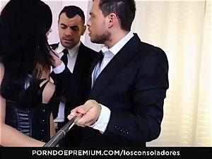 LOS CONSOLADORES - Julia De Lucia loves insane 4some