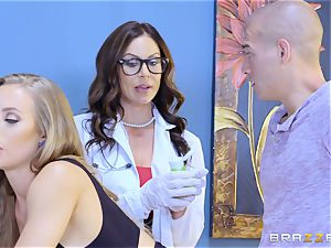 Nicole Aniston and Kendra eagerness 3some