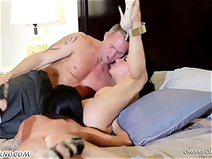 Veronica Avluv and India Summer - My dear hubby, you want to attempt my friend's beaver