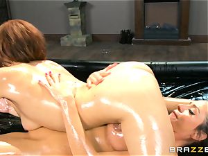 Oily massage activity with Ariella Ferrera and Adessa Winters