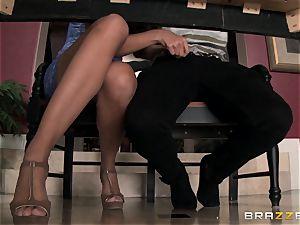 Mercedes Carrera displays Amirah Adara how to satisfy her man