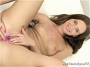 Chrissy kinks in a moist solo session