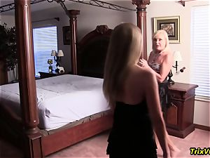 The 3 lady practice