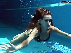 Tiffany Tatum unwraps naked underwater