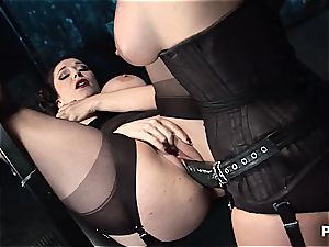 trio lesbos use strapons to cum