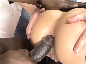 Invited a stranger hotwife trainer to pummel ash-blonde wife