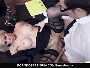 culos BUERO - xxx office hook-up with naughty blondie