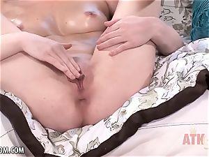 torrid honey Jessica Rex using a fucktoy on her raw beaver