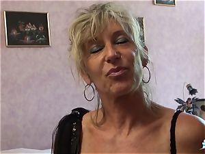 LA COCHONNE - slutty French mature gets roughed up pound