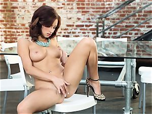 rough sandy-haired Victoria Lynn wanks in just her footwear