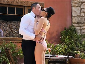 Ariana Marie strokes a waiters hard-on in the superb outdoors