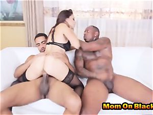beautiful mummy Eva lengthy deepthroats two black lollipops And nails In interracial three-way