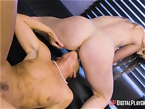 India Summers and Sunny Lane fuckbox tribbing act in the office
