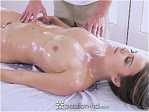 Dillion Harper likes stellar massage